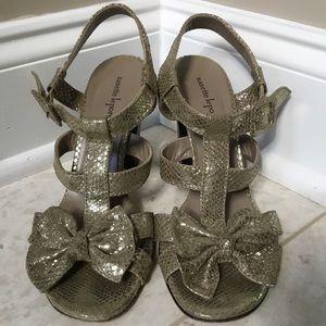 $350 NANETTE LEPORE gold Bow block Sandal/Heel 8.5